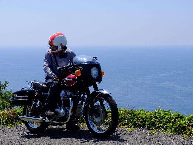 ソロで峠道を抜けて海へ向かった。