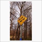 変わった動物注意(鹿注意)道路標識    国道240号線上に、何ヵ所かあります