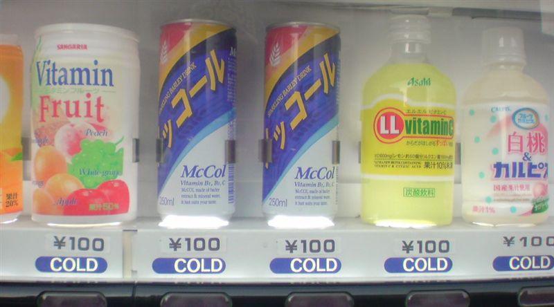 知る人ぞ知るジュース『McCOL(メッコール)』が売ってる自販機