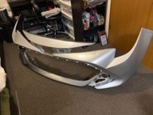 カローラスポーツハイブリッドトヨタ(純正) フロントバンパーの単体画像