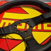 momo Tuner ブラック (320mm)