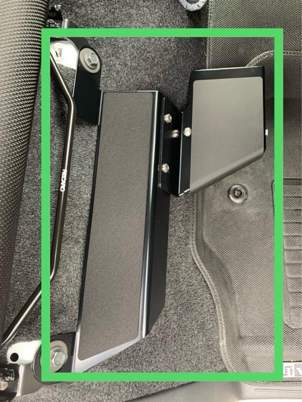 CRS / ESSEX フッドレストレグパット~プラス~運転席
