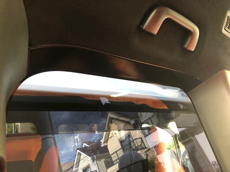 トヨタ(純正) 三列目の天井コーナー塗装(ブラック)