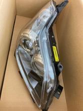 ブレイドトヨタ(純正) ヘッドランプユニットの全体画像
