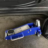 STRAIGHT / TOOL COMPANY STRAIGHT 1.5t ガレージジャッキ 軽量ハイブリッドタイプ