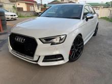 S3 スポーツバック (ハッチバック)Audi純正(アウディ) RS3グリルの全体画像