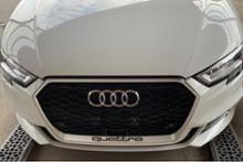 S3 スポーツバック (ハッチバック)Audi純正(アウディ) RS3グリルの単体画像