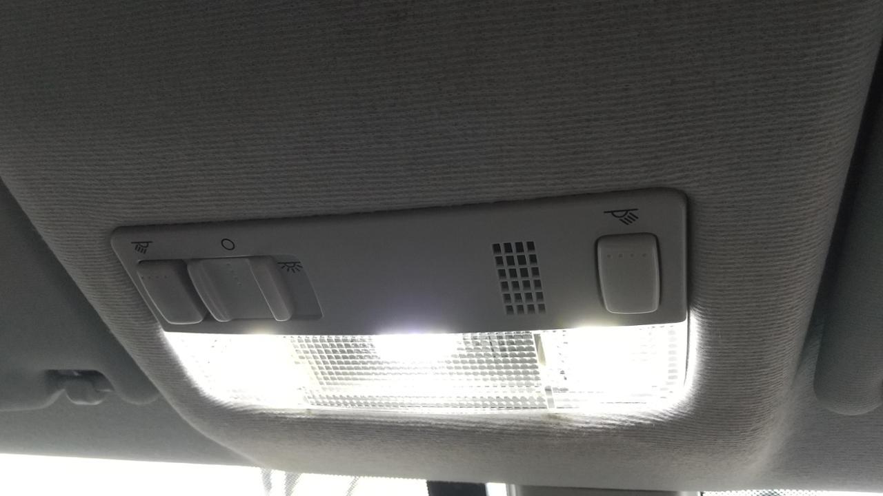 VW  / フォルクスワーゲン純正 up!海外モデル マップランプつきルームランプ