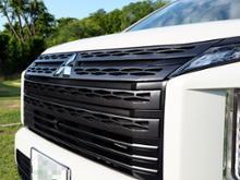 デリカD:5三菱自動車(純正) JASPER専用フロントグリル & ポジションランプガーニッシュの単体画像