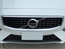 V60ボルボ(純正) R-Design フロントグリルの単体画像