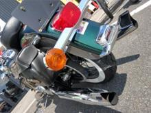 FLSTN NostalgiaKERKER 128-78082 2:2 Slip-On Exhaust System with Chrome Finishの単体画像