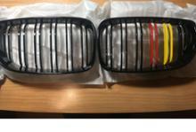 1シリーズ クーペPOSSBAY キドニーグリル(グロッシーブラック レッド&イエロー ダブルスラット)の単体画像