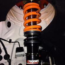 M3 セダンAragosta All Wheel Pillow Ball Triple Adjustable Remote Reservoir Suspention Systemsの単体画像