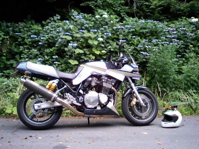 かたずまさんのGSX1200S KATANA (カタナ)