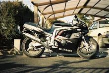 秋代さんのGSX-R400R 左サイド画像