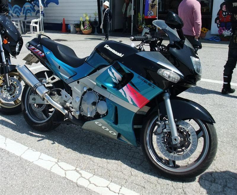 てつ-ZZRさんのZZR600