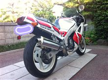 jjshiさんのFZR750 リア画像