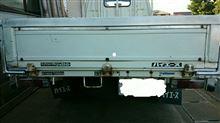 黒パサ健ちゃんさんのハイエーストラック リア画像