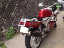 カズッキーニさんのFZR400RR 左サイド画像