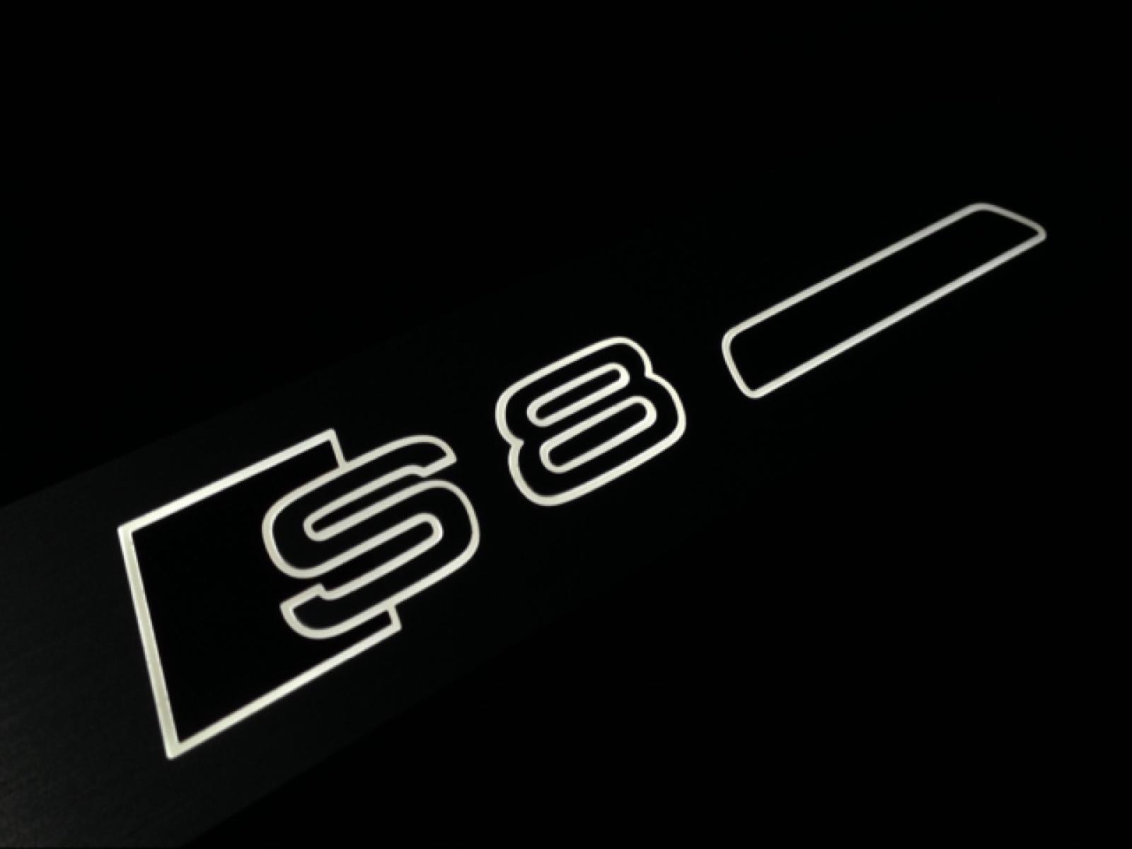 アウディ S8