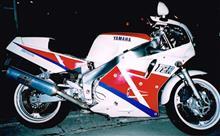VEZELぼーさんのFZR1000 左サイド画像