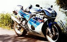 トライアルC25さんのGSX-R400R メイン画像