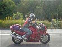 りずむっちさんのRF900R 左サイド画像