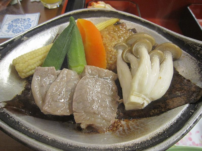 飛騨牛の朴葉味噌焼き