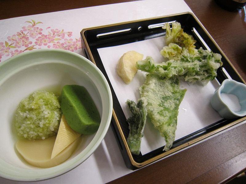 春の煮物と山菜の揚げたて天ぷら