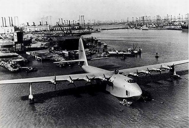 巨大飛行艇『ヒューズ H-4 ハーキュリーズ』1度きりの初飛行