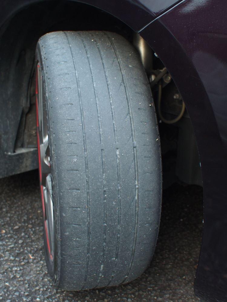 VOXYのタイヤ 215/45R18