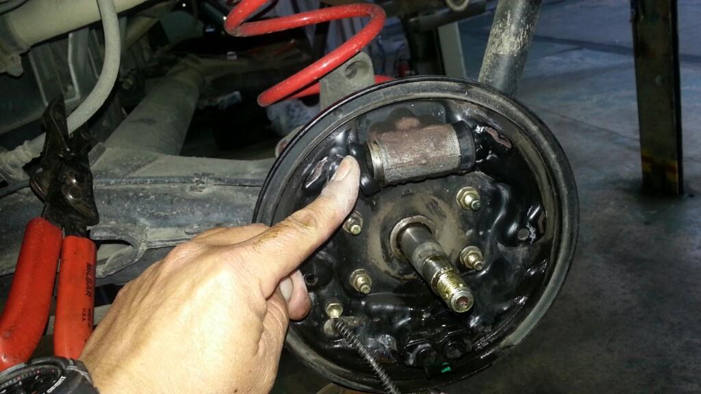 ブレーキ オイル 漏れ