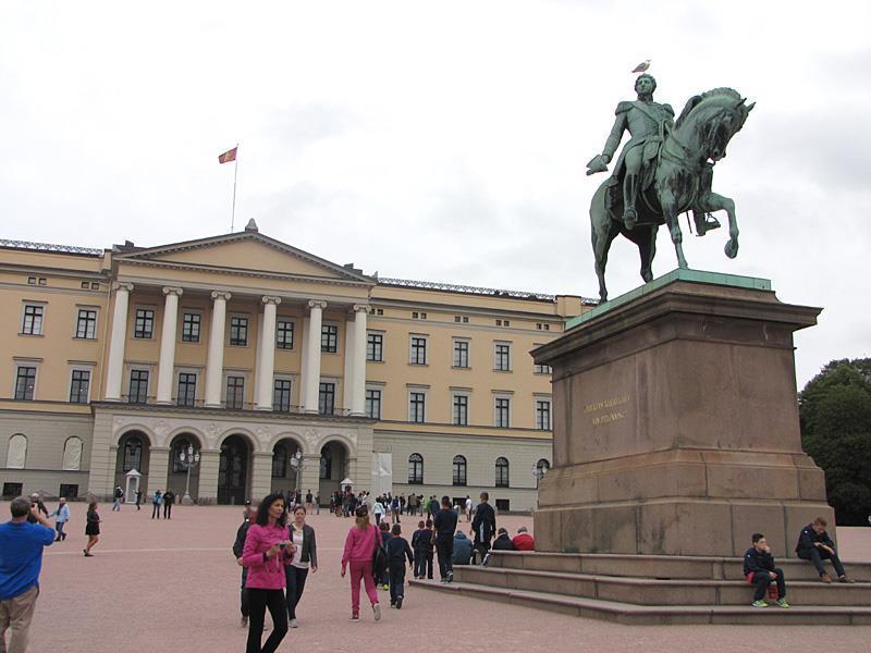 カール・ヨハンの騎馬像