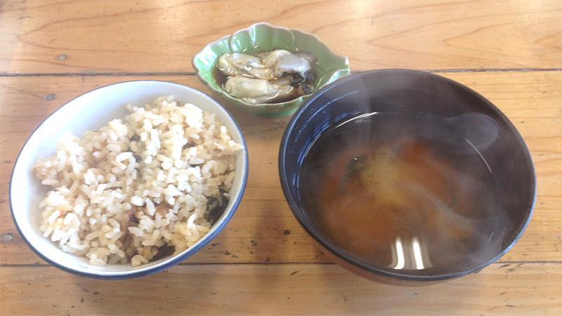 浦村かき・共栄物産「与吉屋」 カキ食べ放題 カキ御飯、味噌汁、生カキ