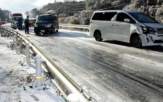 道 ノーマル タイヤ 雪