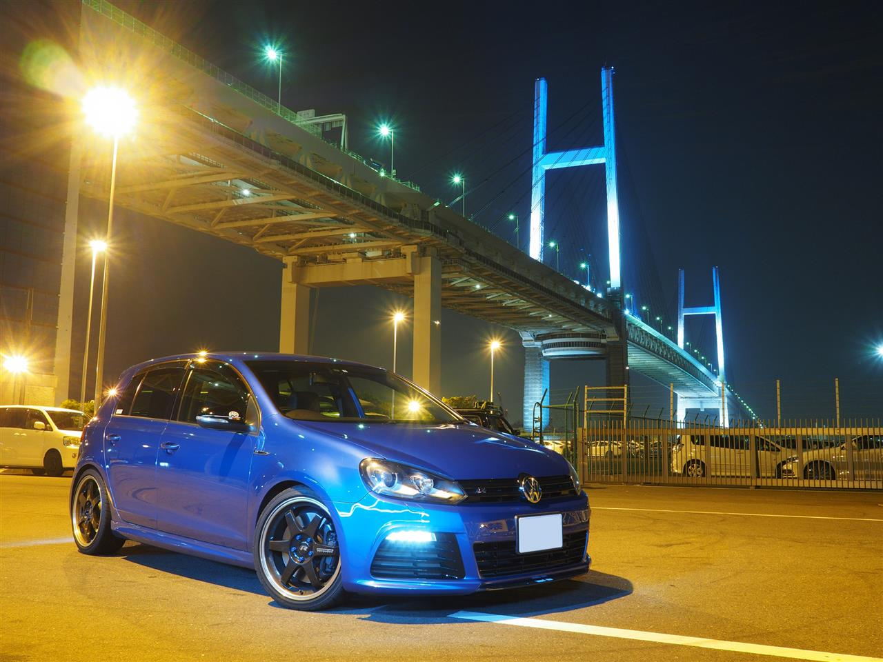 ゴルフR 青い車 impactblue