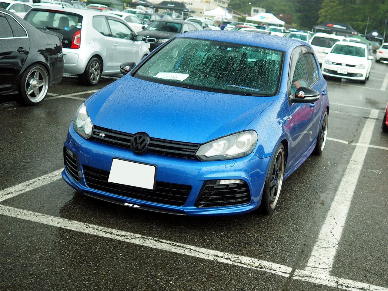 ゴルフR 青い車
