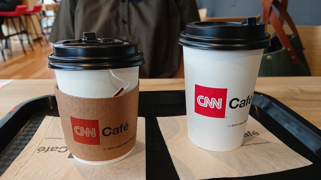 ティーなのは相方だけ、私はカフェラテ