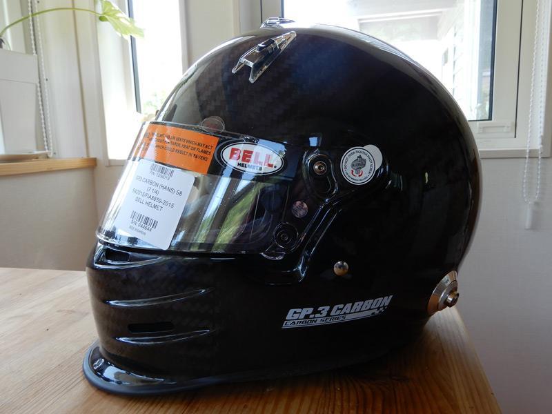 カーボン製ヘルメット